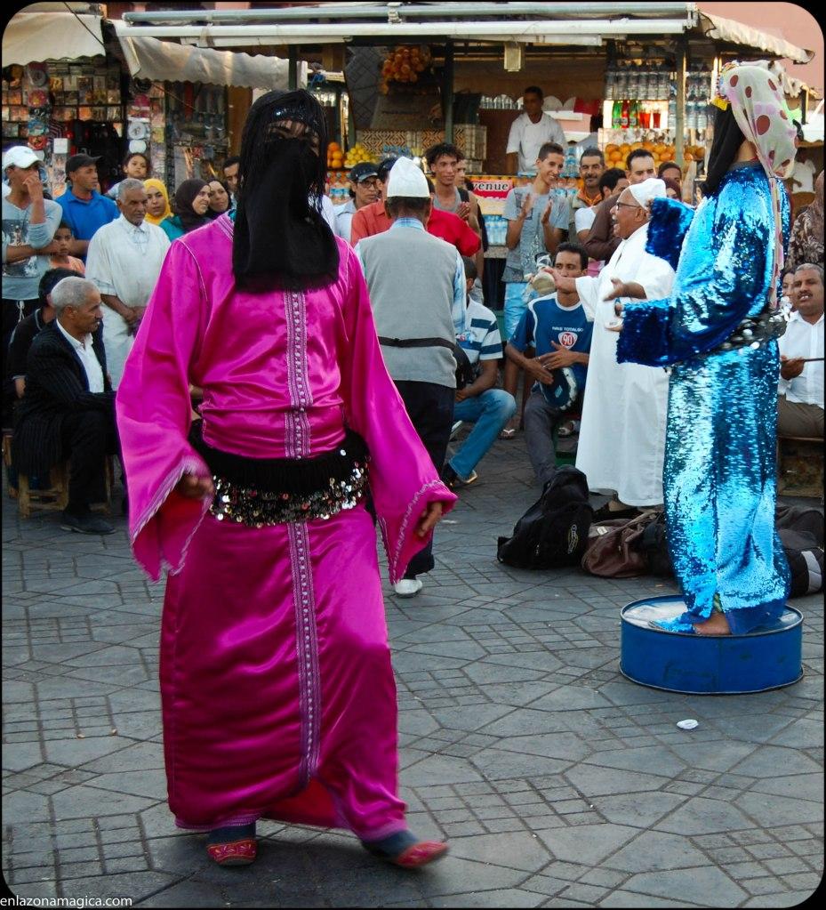 hombres que bailan vestidos de mujer...bailan muy bien