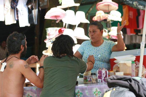 Doña Concepción. India Totzil. Vende tortas en la entrada del yacimiento arqueológico de Palenque.