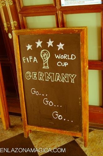 Lo único que encuentro, es este cartel en la puerta de un restaurante en Stanley's Market